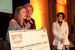 Geraldine Smythe, Co-Founder of Culturebooster.com wins the Royitos Award at RISE Photo by 2013, Scott Van Osdol, www.vanosdol.com